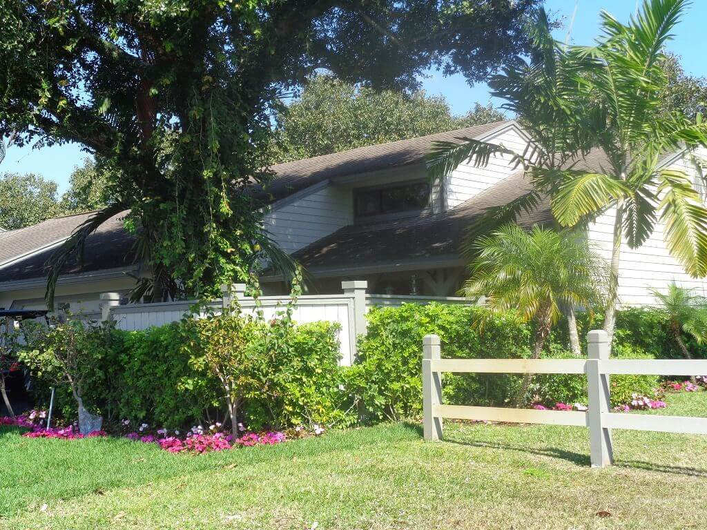 Bedford Mews Townhomes for Sale in Wellington FL