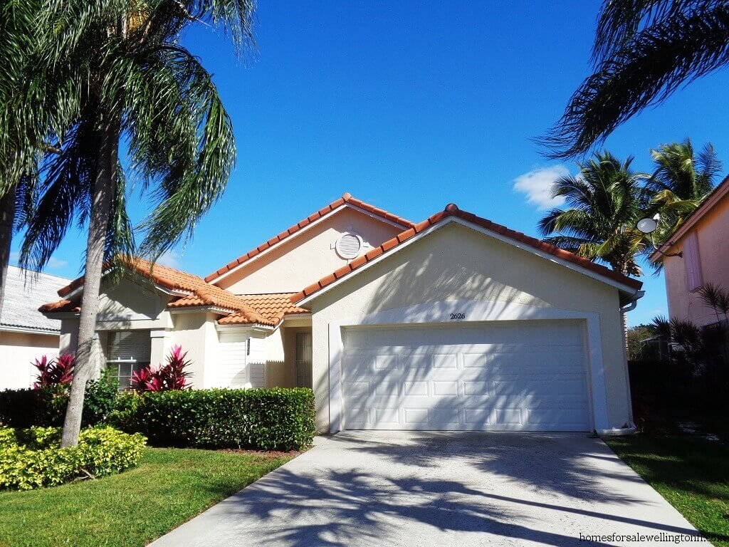 Fairway cove homes for sale in wellington florida for Fairway house