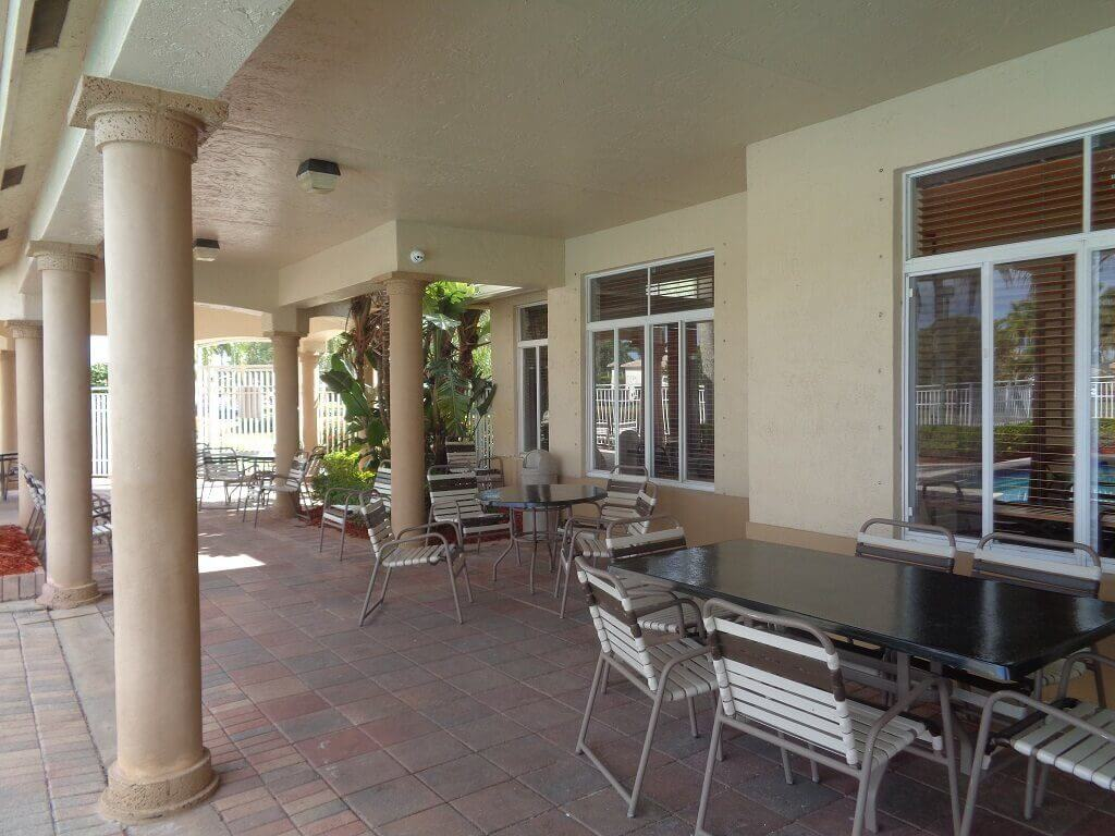 Grand Isles Foreclosures in Wellington FL -Pool and Pic Nic Area