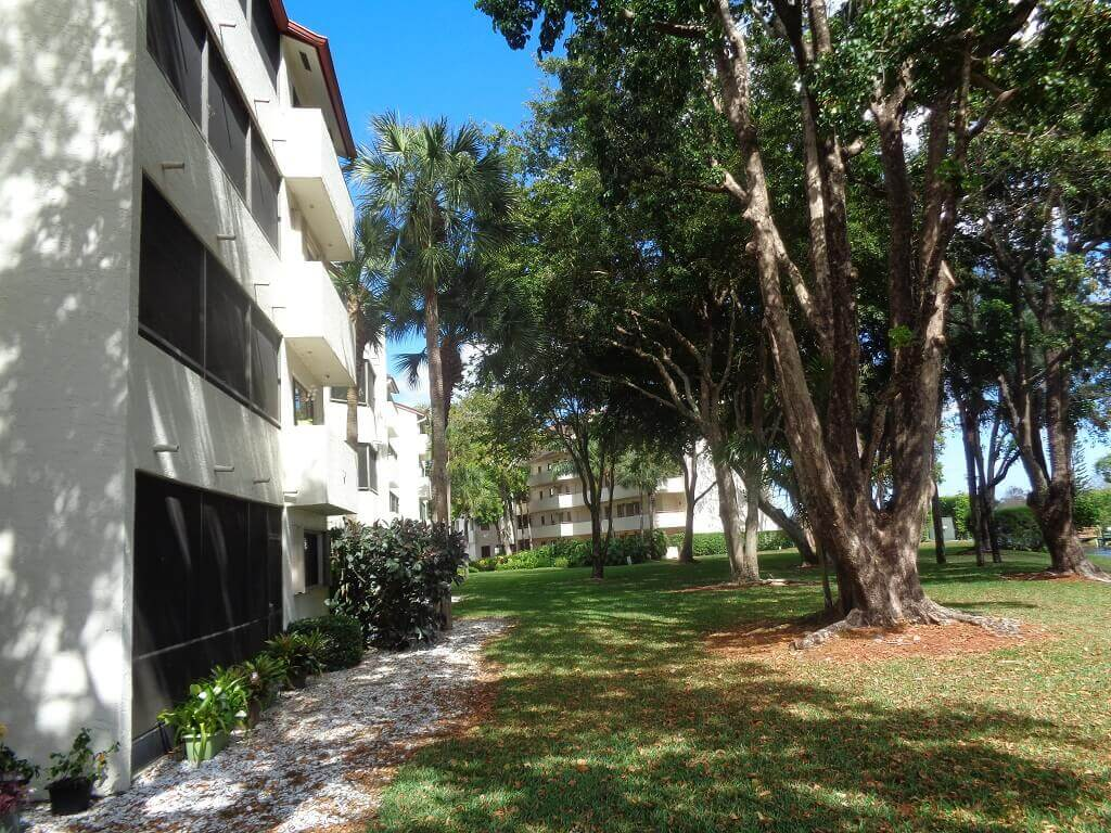 The Shores Condos in Wellington FL - Screened Patios