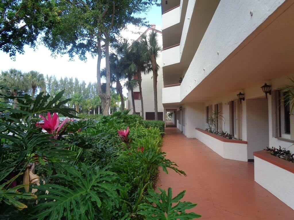 The Shores in Wellington FL - Condo Walkway