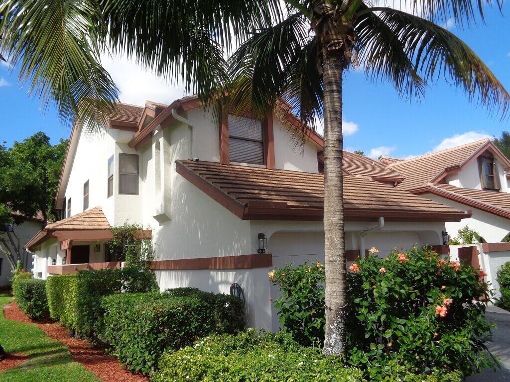 The Shores Foreclosures in Wellington FL - Nicely Landscaped